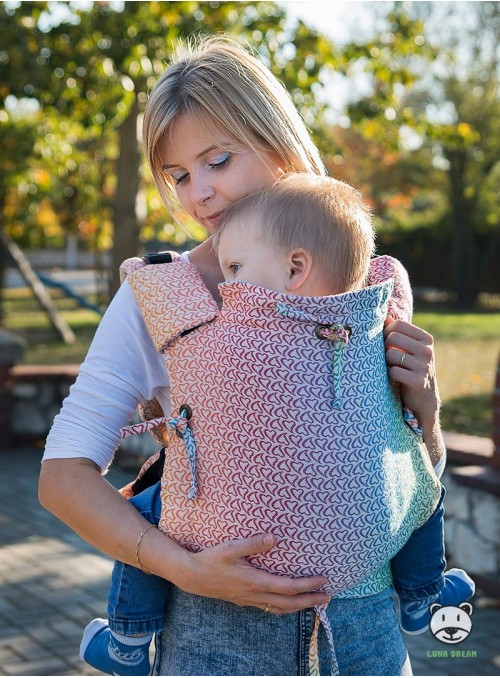 Nosidełko regulowane Multi Size: Little Hearts Rainbow - 100% bawełna, splot żakardkowy